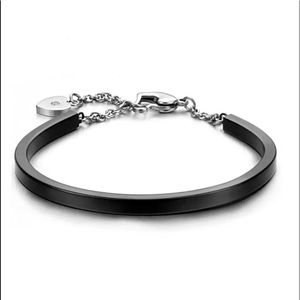 Jewelry - 🆕 Black Stainless Steel Heart Cufflet Bangle